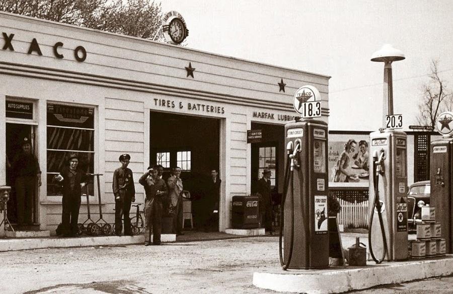 Первая автозаправочная станция в мире